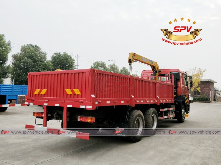 Cargo Truck With Crane  Sinotruk - RB